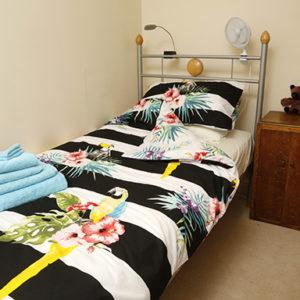 Student Linen Home Comfort Plus Pack – Parrot Duvet Cover
